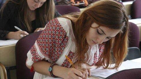 """""""Vom pierde specialiști"""". Examinarea proiectului de echivalare a diplomelor de studii din R. Moldova și România, amânată din nou în Comisia politică externă"""
