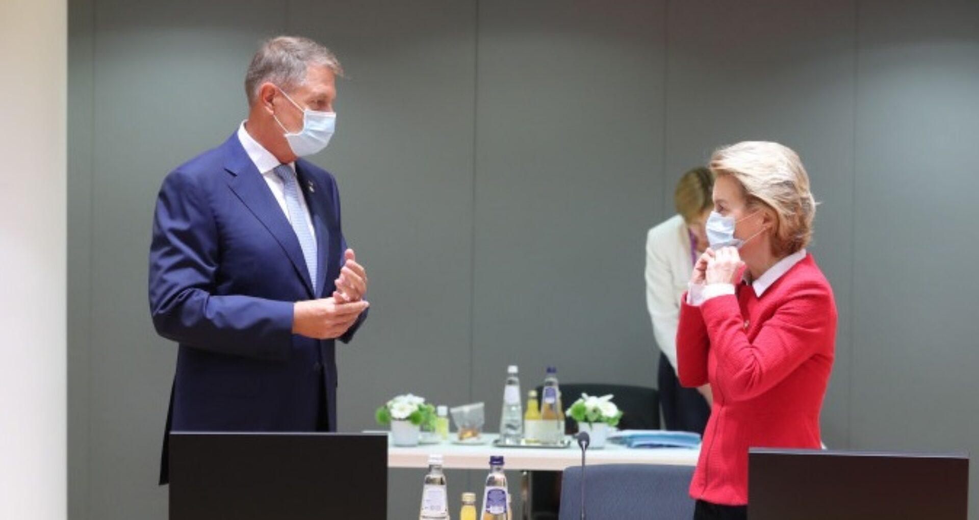 """Președintele României, după întâlnirea cu președinta Comisiei Europen aflată în autoizolare: """"Gândiți-vă cum ar fi fost dacă amândoi nu aveam mască"""""""