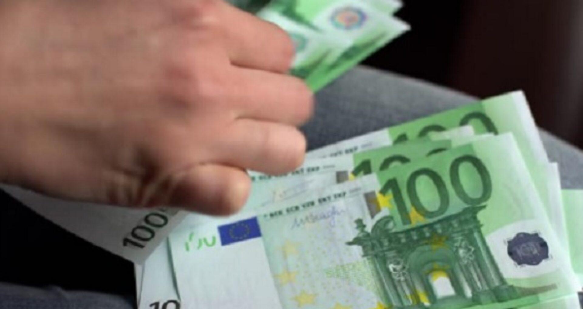 Un avocat din R. Moldova, reținut de CNA: ar fi luat mită de peste 40 de mii de euro. Denunțul depus de către un om de afaceri
