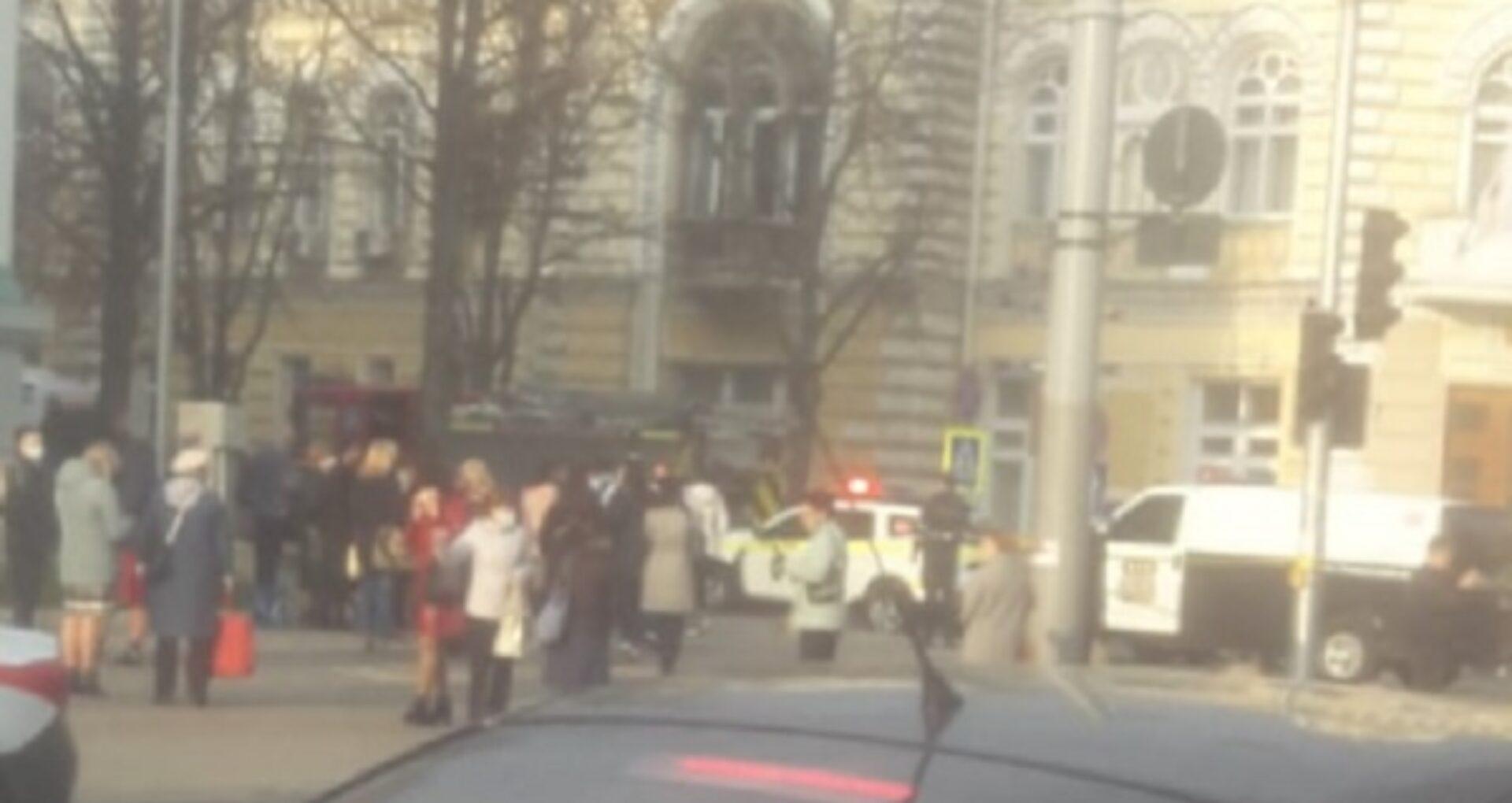 Autoritățile au inițiat două cauze penale după amenințarea cu bomba de la Primărie și Ambasada Ucrainei: autorul riscă să facă pușcărie