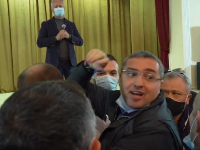 VIDEO/ Dodon a refuzat dezbaterile propuse de Usatîi și a părăsit sala în care s-au adunat cetățenii de la Fălești