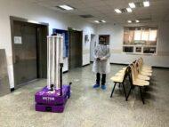 """FOTO/ Victor – un robot produs în România, """"angajat"""" să dezinfecteze saloanele Spitalului Universitar Bucureşti"""