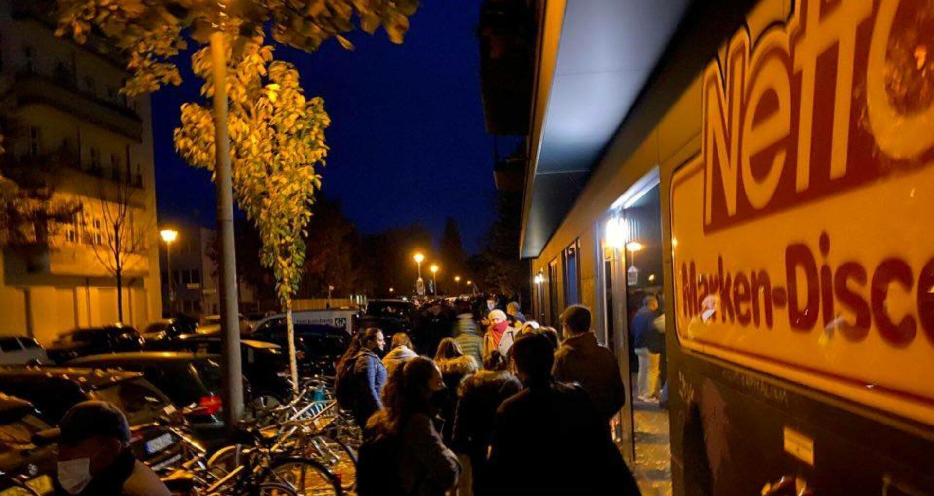 FOTO/ Cozi în Germania, înainte de deschidere secțiilor de votare