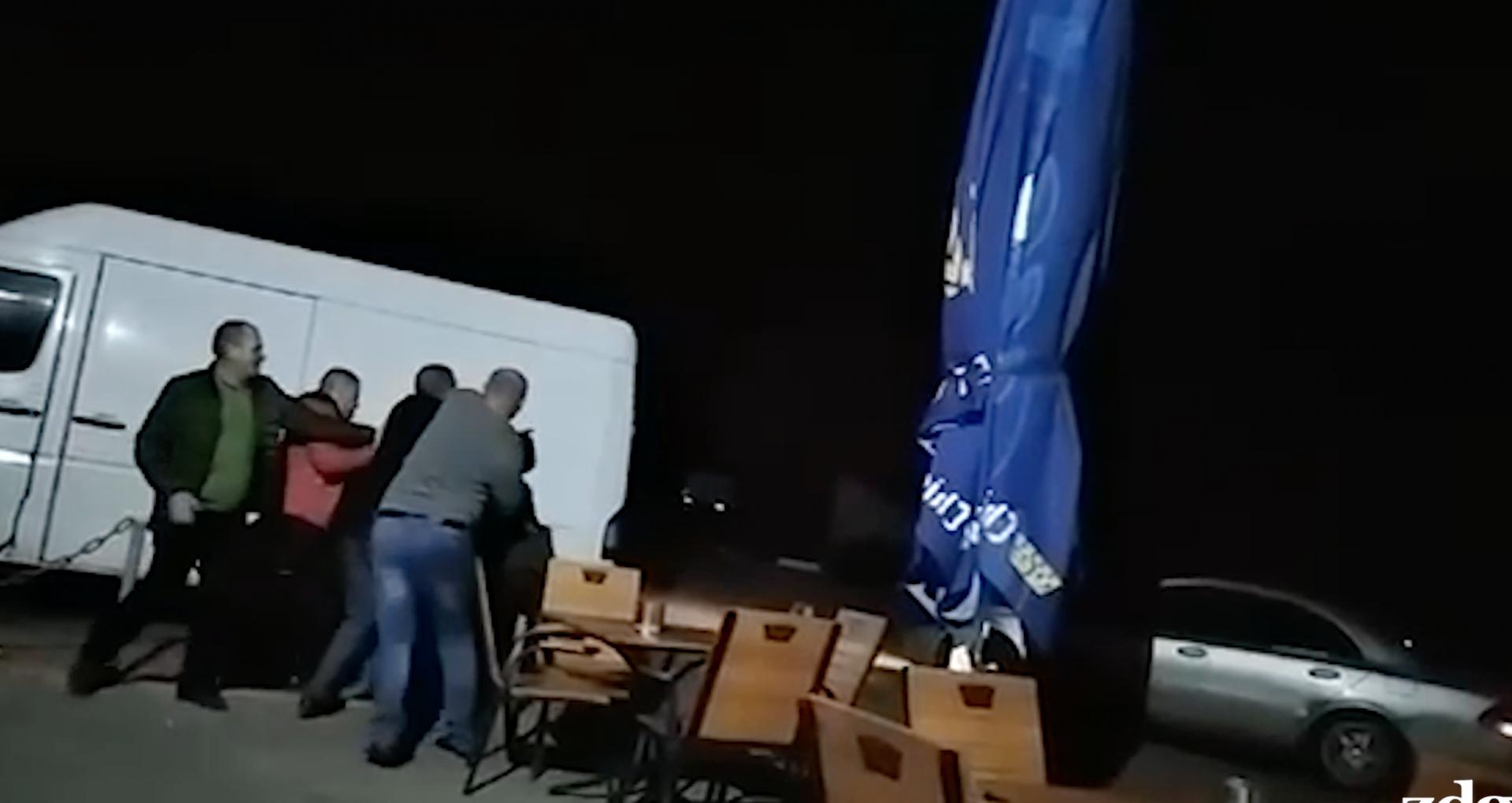 VIDEO/ Bătaie cu iz electoral la Edineț. Șeful pădurarilor din regiune lovește și înjură un subaltern