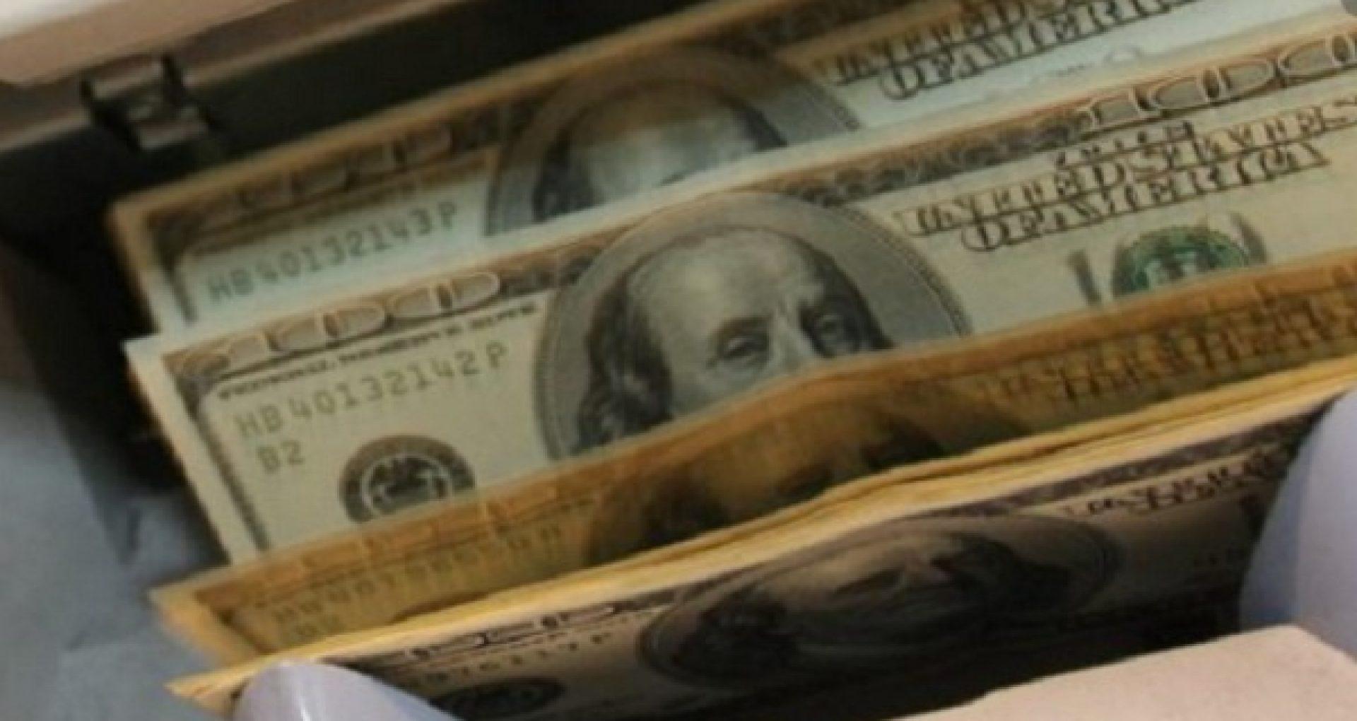 cum a pierdut creflo dolarul