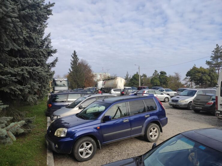 Rezina: Rânduri mari, aceleași mașini fac tur-retur cu pasageri diferiți