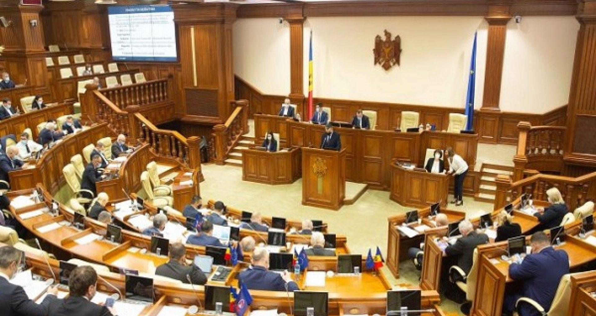 Legislația care reglementează angajarea străinilor la muncă în R. Moldova va fi modificată. Proiectul, votat în prima lectură