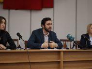 Consilierii municipali PAS cer primarului capitalei rezilierea contractului cu Epamedia, monopolistul pieții publicitare din stațiile de așteptare ale orașului