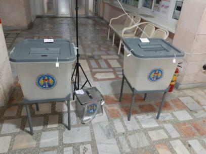 Particularitățile de votare ale unor categorii de alegători, stabilite de CEC: cum vor putea vota persoanele care au  simptome ale COVID-19