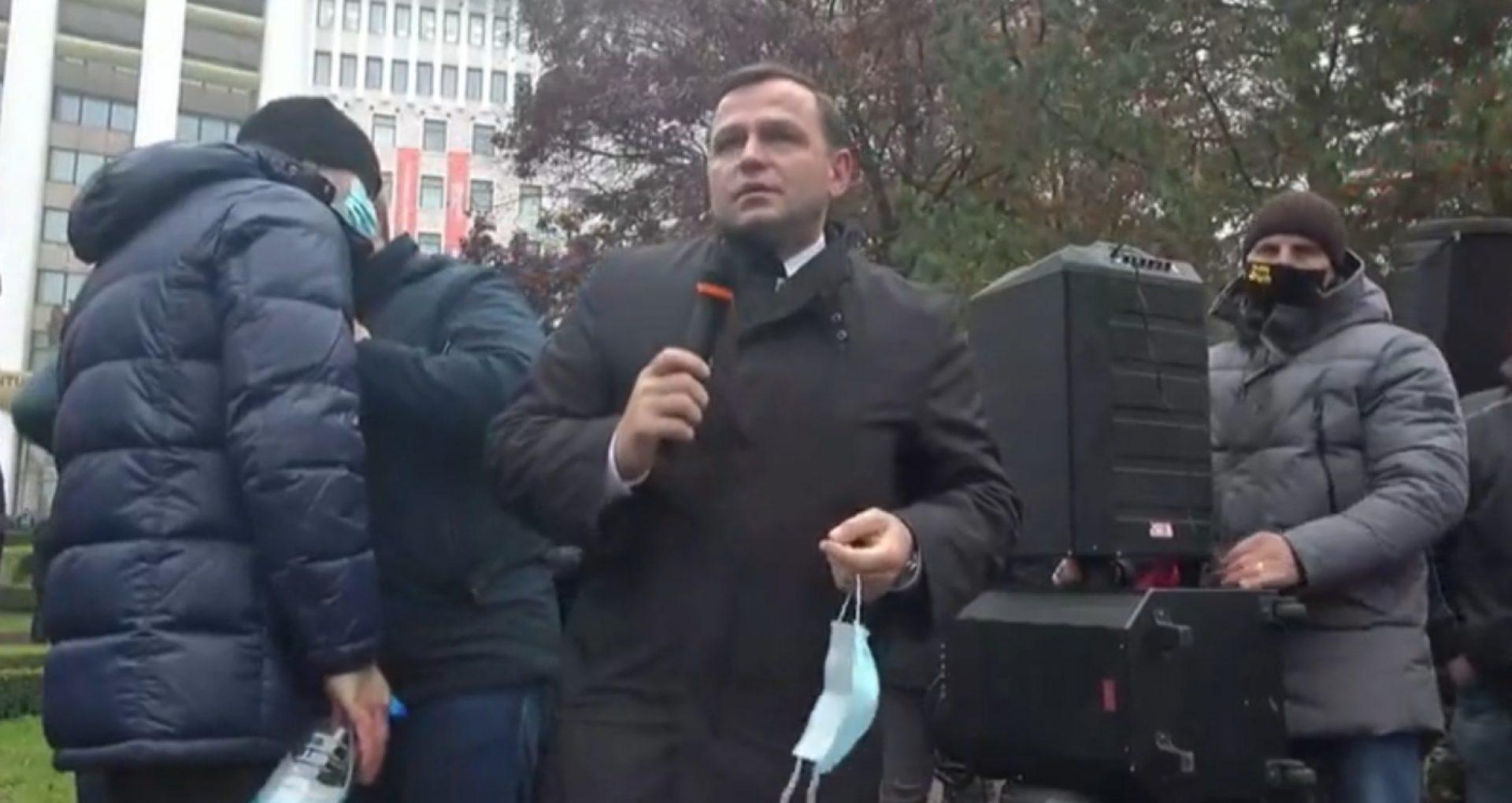 """LIVE/ Protest la Parlament. Andrei Năstase, în fața protestatarilor: """"Așa cum am scăpat de Plahotniuc, așa vom scăpa și de Dodon"""""""
