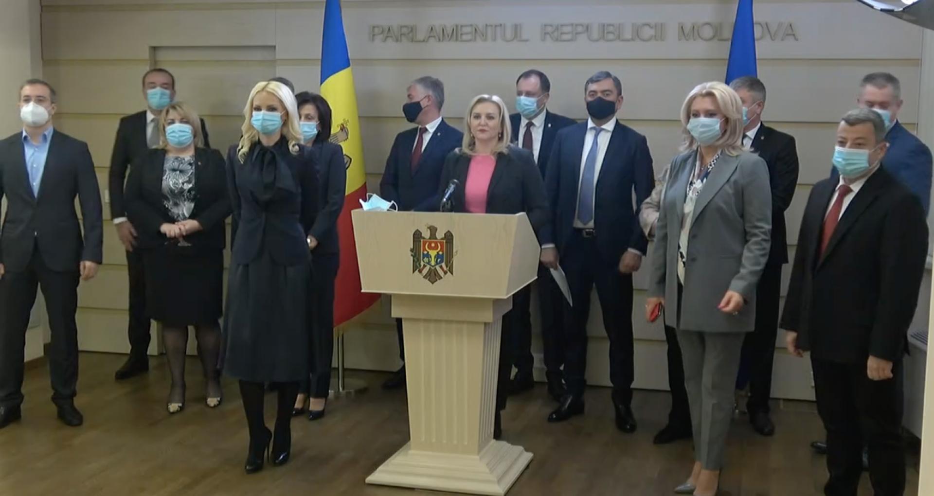 """Partidul Șor și transfugii din """"Pentru Moldova"""" comentează decizia CC. Nu pomenesc nimic despre alegerile parlamentare anticipate"""