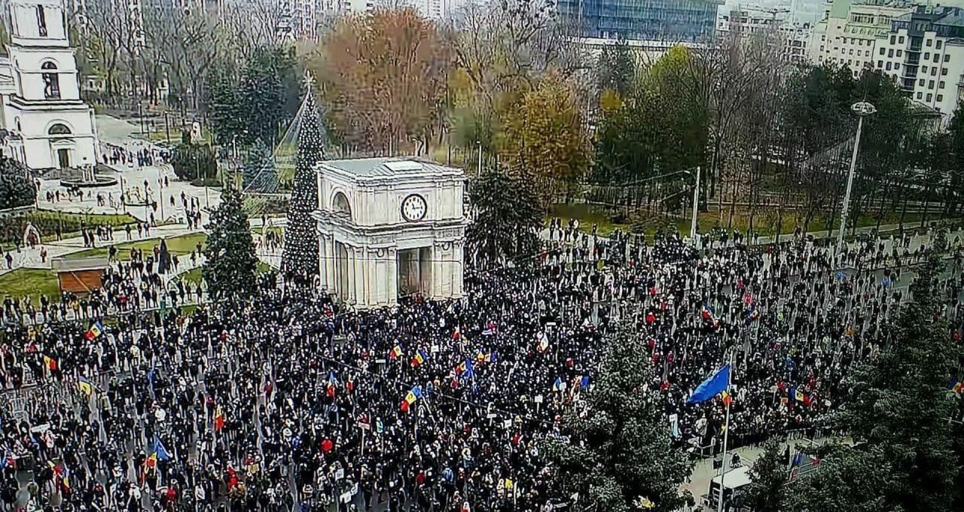 """Bogdat Țîrdea despre manifestația din PMAN: """"3000 de oameni au venit să susțină participanții furtului miliardului (…) În afară de milă, aceste imagini nu stârnesc nimic"""""""