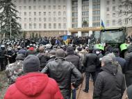 MAI le recomandă fermierilor protestatari, citați la Poliție, să se adreseze instanței de judecată, dacă nu sunt de acord