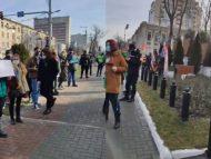 VIDEO/ Moldovenii, solidari cu manifestanții ruși. Două tabere protestează la sediul Ambasadei Rusiei la Chișinău