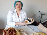 """""""Produsul moldovenesc trebuie să se deosebească"""". Cum devin pănușile de porumb ambalaj pentru produsele ecologice"""