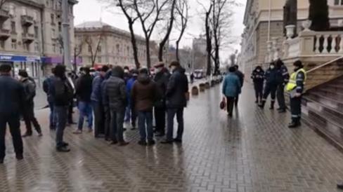VIDEO/ Fermierii protestatari, nemulțumiți că sunt citați la Poliție. Cer explicații de la MAI