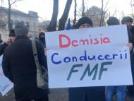 """LIVE/ Protest la Federația Moldovenească de Fotbal: """"Venim să apărăm drepturile comunității fotbalistice!"""""""