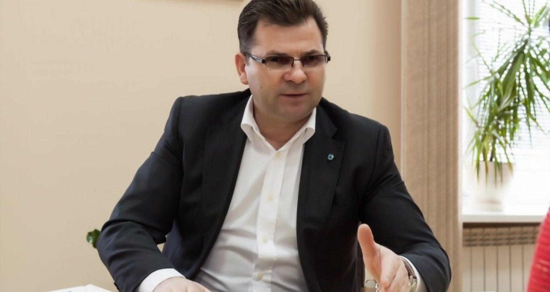 """DOC/ Fostul director al ÎS """"Poșta Moldovei"""" și-a angajat nepotul și i-a plătit lunar adaosuri generoase la salariu"""