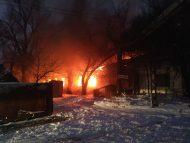 FOTO/ Incendiu la o fabrică de prelucrare a lemnului din Chișinău. La fața locului au intervenit 8 echipaje de pompieri