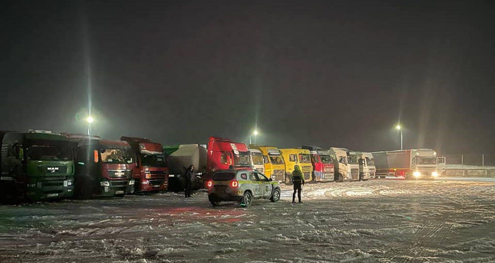 VIDEO/ Poliția R. Moldova anunță că circulația transportului de mare tonaj este restricționată pe traseele naționale