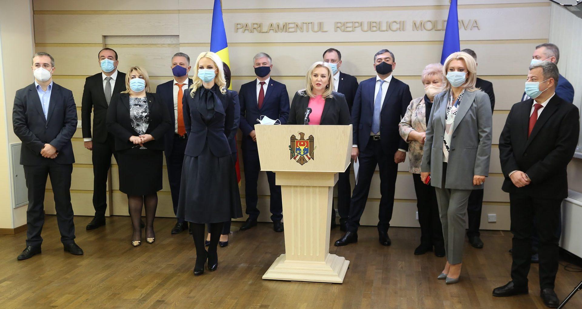 """Deputații Partidului Șor și transfugii din platforma """"Pentru Moldova"""" insistă să conducă Guvernul și o acuză pe Sandu că tergiversează desemnarea unui premier"""