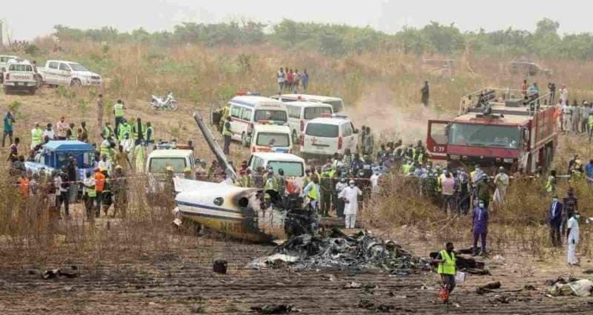 VIDEO/ Şapte oameni au murit după ce un avion militar s-a prăbuşit în Nigeria