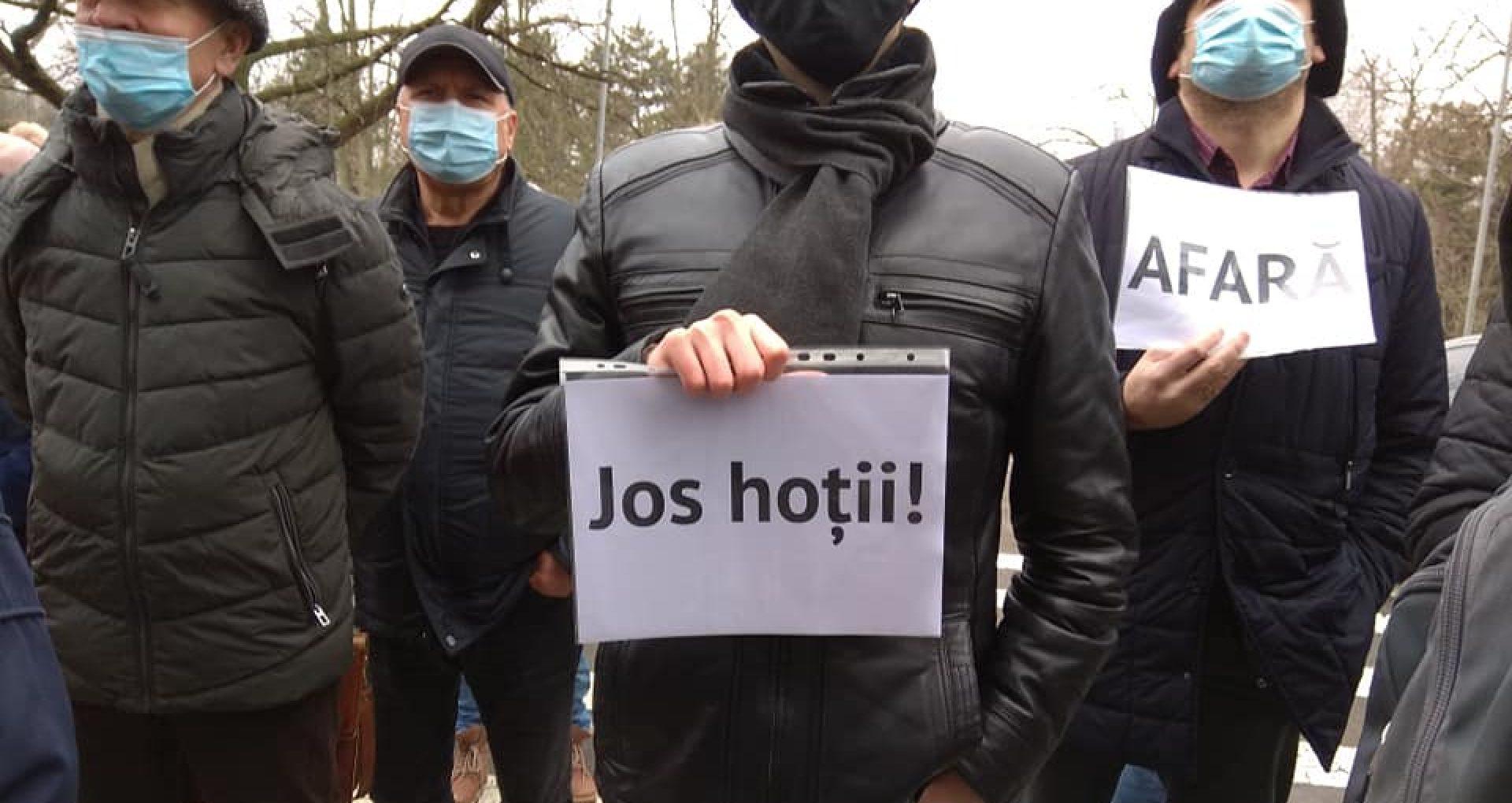 """VIDEO/ """"În următoarele luni ne așteaptă o întreagă campanie de distrugere a Chișinăului istoric"""". Protest împotriva unei construcții multifuncționale din zona Circului"""