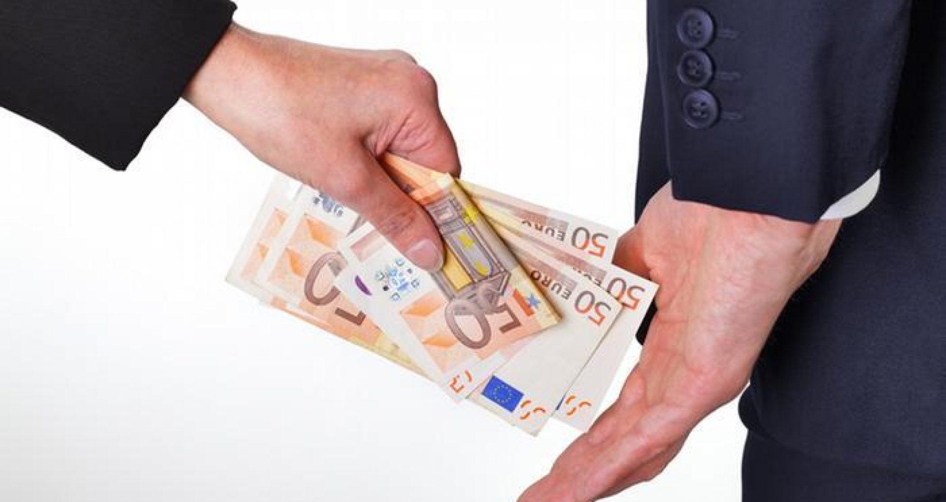 STUDIU CNA/ 92 la sută dintre inculpații care au comis infracțiuni de corupție sunt bărbați: implicarea în acte de corupţie ar fi cauzată de înregistrarea unor salarii mici
