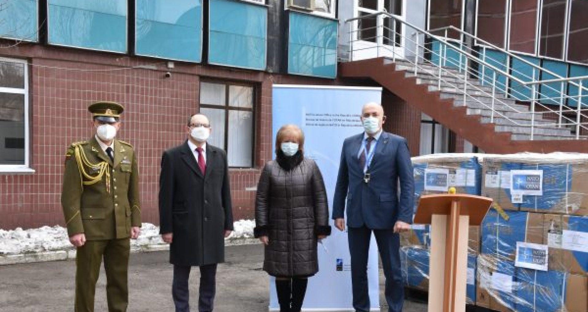 NATO a donat costume de protecție de peste 300 mii de dolari lucrătorilor medicali din cadrul unui spital din Chișinău
