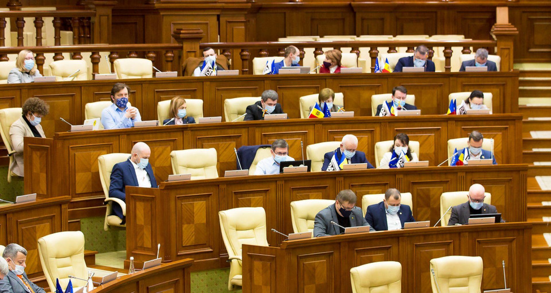 Votat în prima lectură: deputații vor depune jurământul în fața plenului Parlamentului