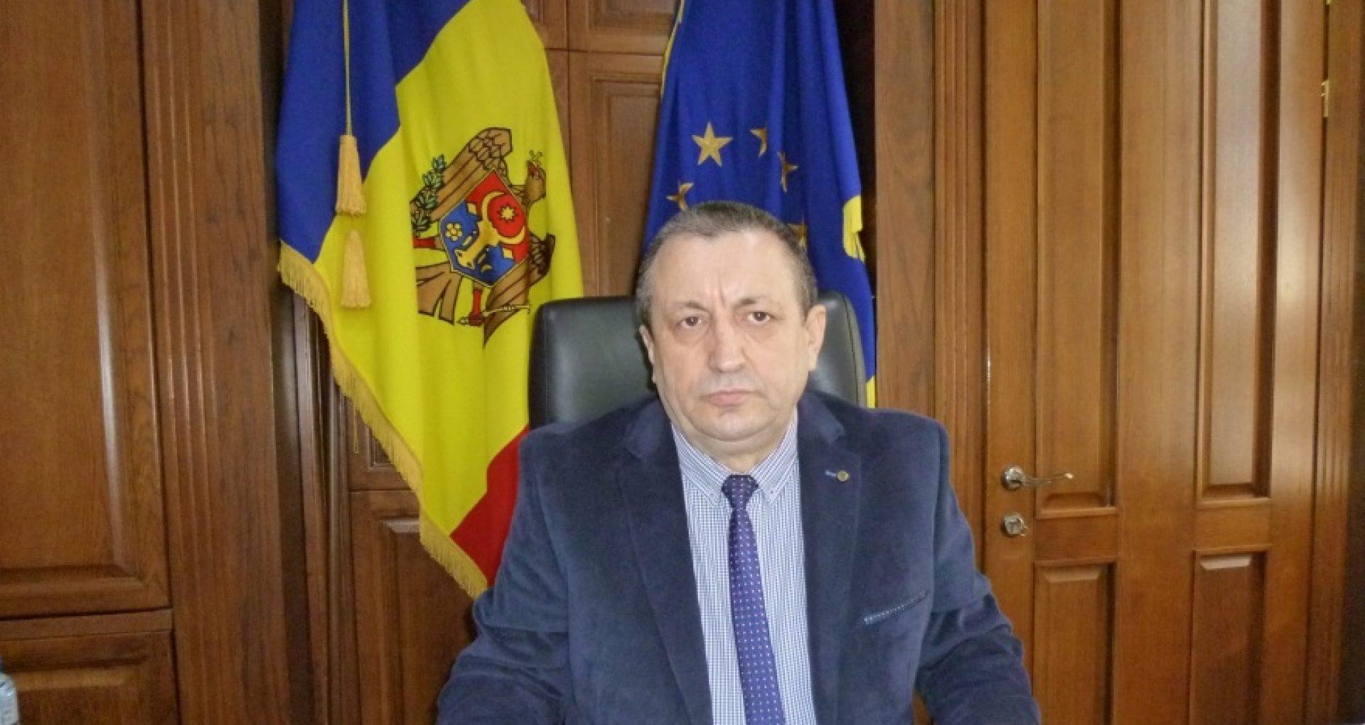 """Directorul """"Moldsilva"""" s-a autodesemnat președinte a trei Consilii de administrare și și-a acordat indemnizații lunare. Acum riscă să rămână fără mandat"""