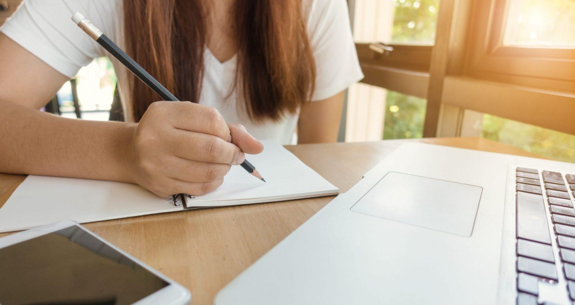 DOC/ Angajatorii vor acorda indemnizații și zile libere pentru unul dintre părinți dacă procesul educațional se va desfășura online