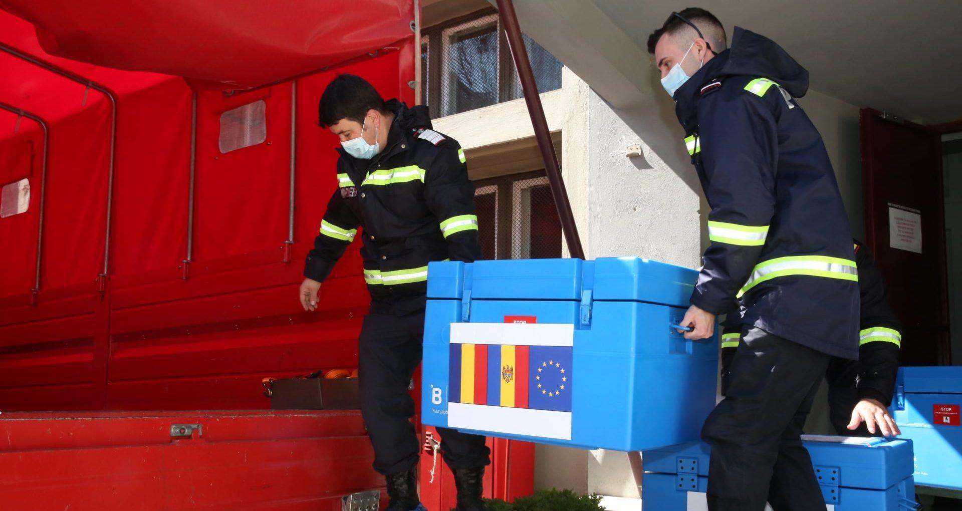 Un lot de 100 800 de doze de vaccin împotriva COVID-19, donat de România ajunge astăzi în R. Moldova