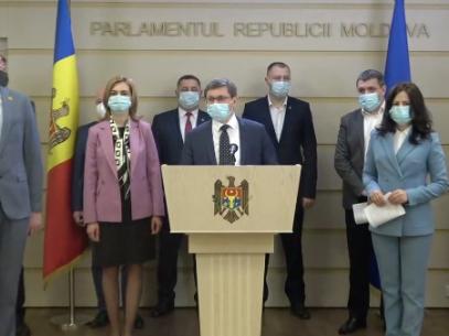 """VIDEO/ Deputați PAS, după ce PSRM a înregistrat un proiect cu privire la demisia a trei judecători CC: """"Inițiativa toxică a alianței PSRM-ȘOR reprezintă un atac asupra CC"""""""