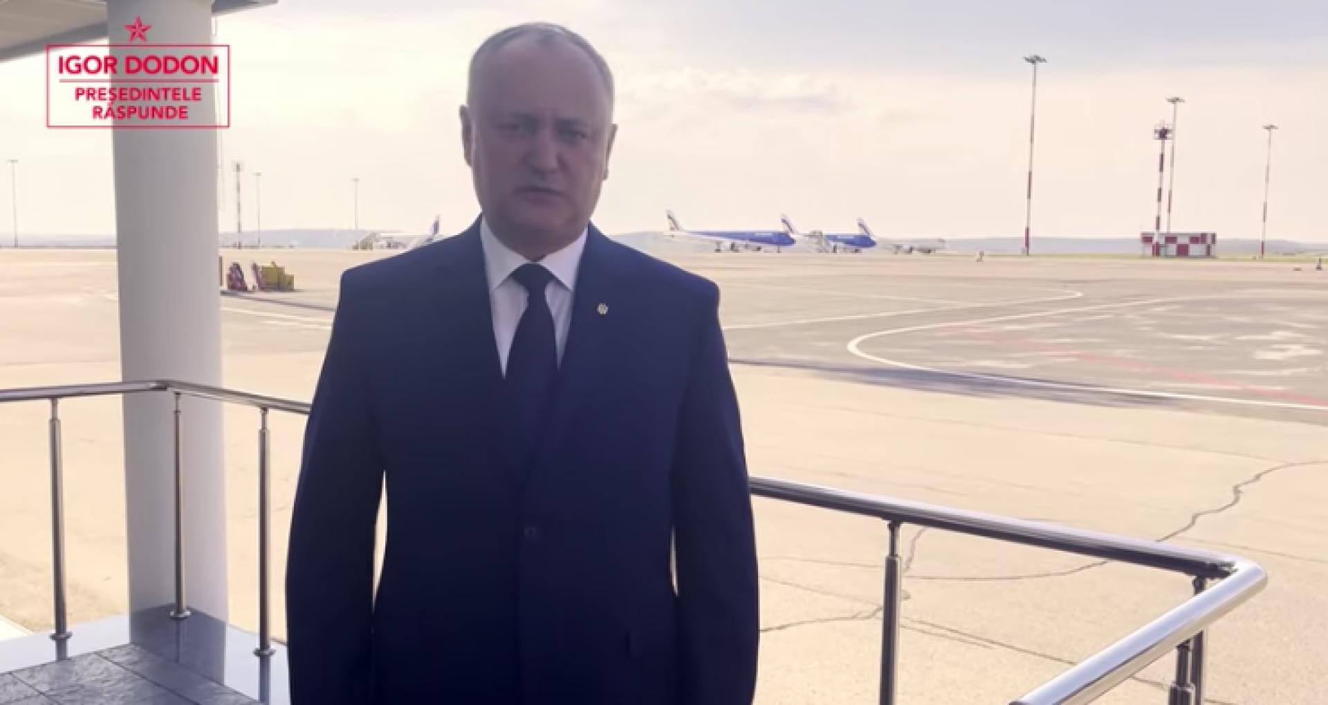 Cu câteva ore înainte ca socialiștii să aprobe mai multe acte cu privire la CC, șeful lor de partid a postat un video de pe aeroport și a anunțat că pleacă la Moscova