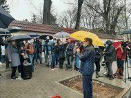 """LIVE/ Protest în fața Curții Constituționale. Oamenii scandează """"Doar Dodon și Plahotniuc – țara de râpă o duc"""""""