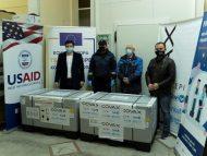FOTO/ Un nou lot de vaccinuri COVID-19 din partea COVAX a ajuns în R. Moldova