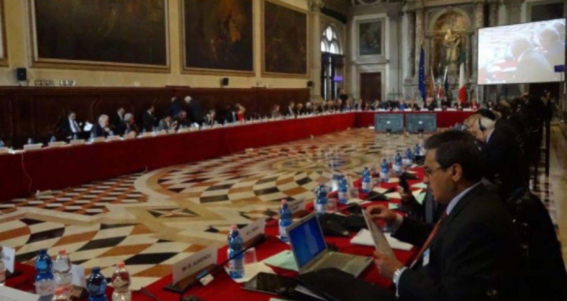 """Comisia de la Veneția se arată îngrijorată de acțiunile Parlamentului R. Moldova cu privire la Curtea Constituțională și face apel către toate instituțiile statului la reținere și dialog: """"Parlamentul trebui să abroge deciziile neconstituționale"""". Declarația președintelui Buquicchio"""