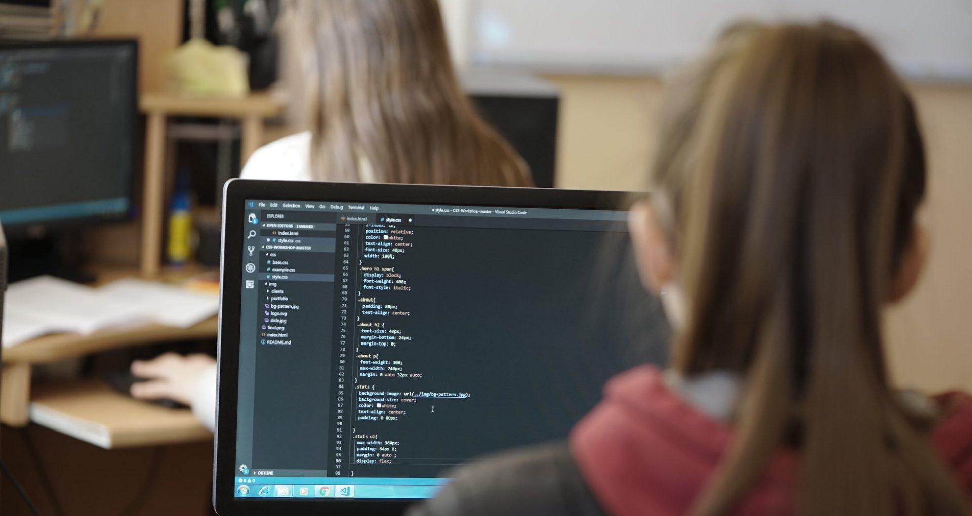 Fetele din IT, despre stereotipuri, independență financiară și munca la Google