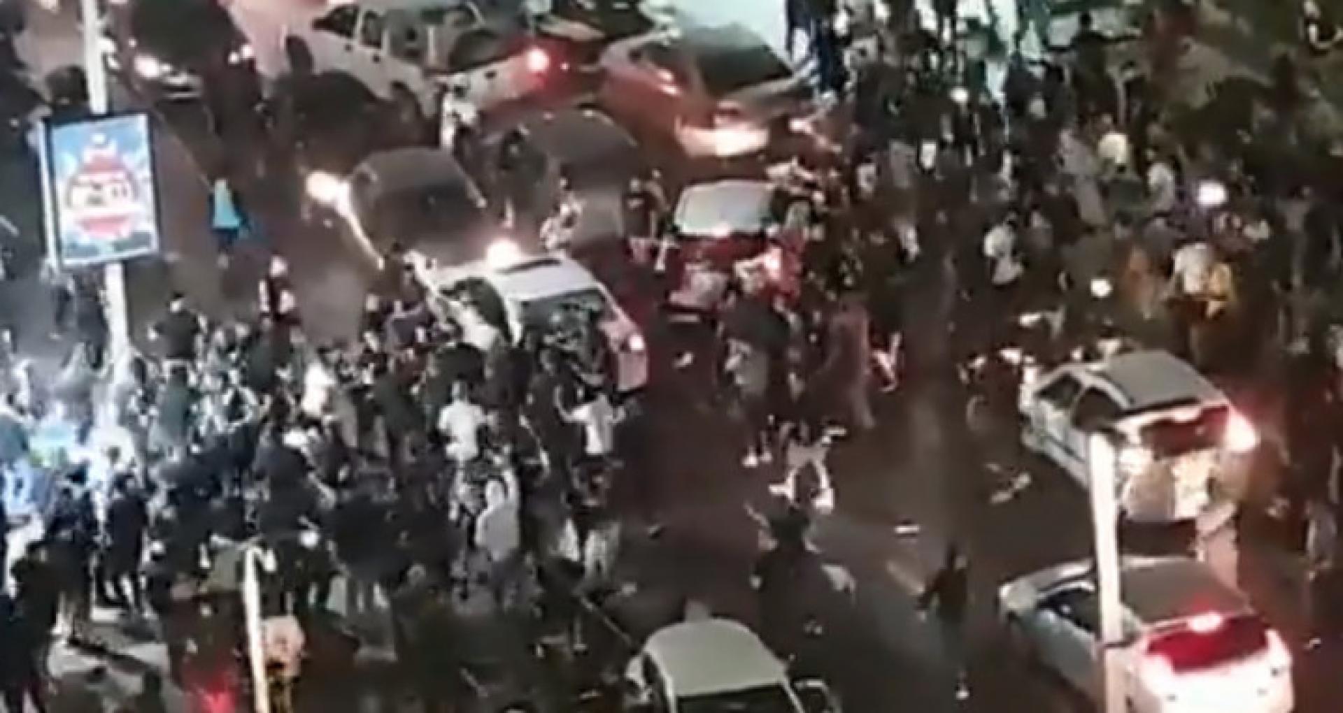 VIDEO/ Atacuri grave în Israel. Doi șoferi au fost scoși din mașină și batuți. Peste 400 de persoane, arestate