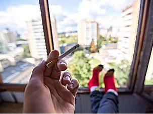 """""""Vecinul meu este fumător, iar fumul de țigară pătrunde în apartamentul meu"""". Cum să te protejezi atunci când legea nu te protejează?"""