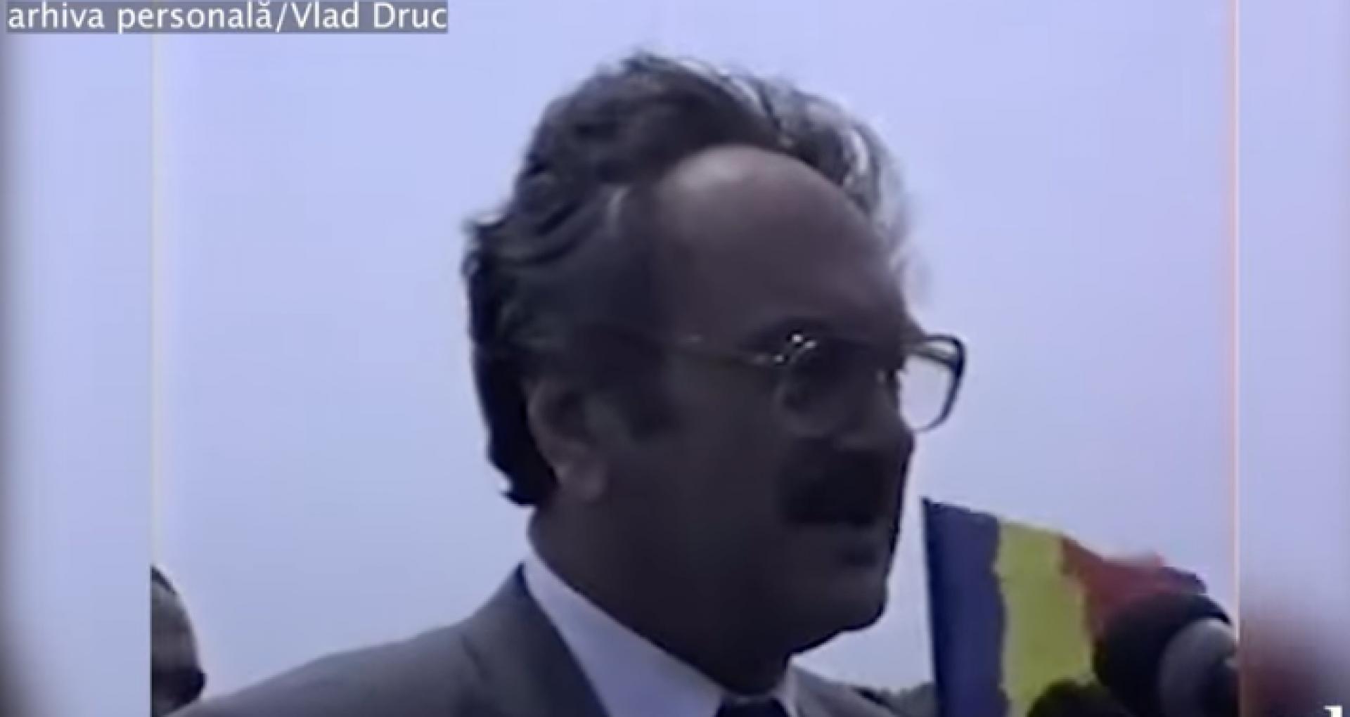 """VIDEO/ Discursul actorului Ion Ungureanu la Podul de flori din 6 mai 1990: """"Pe lângă acest râu mai curge încă un râu – este încă un Prut făcut din lacrimile noastre"""""""