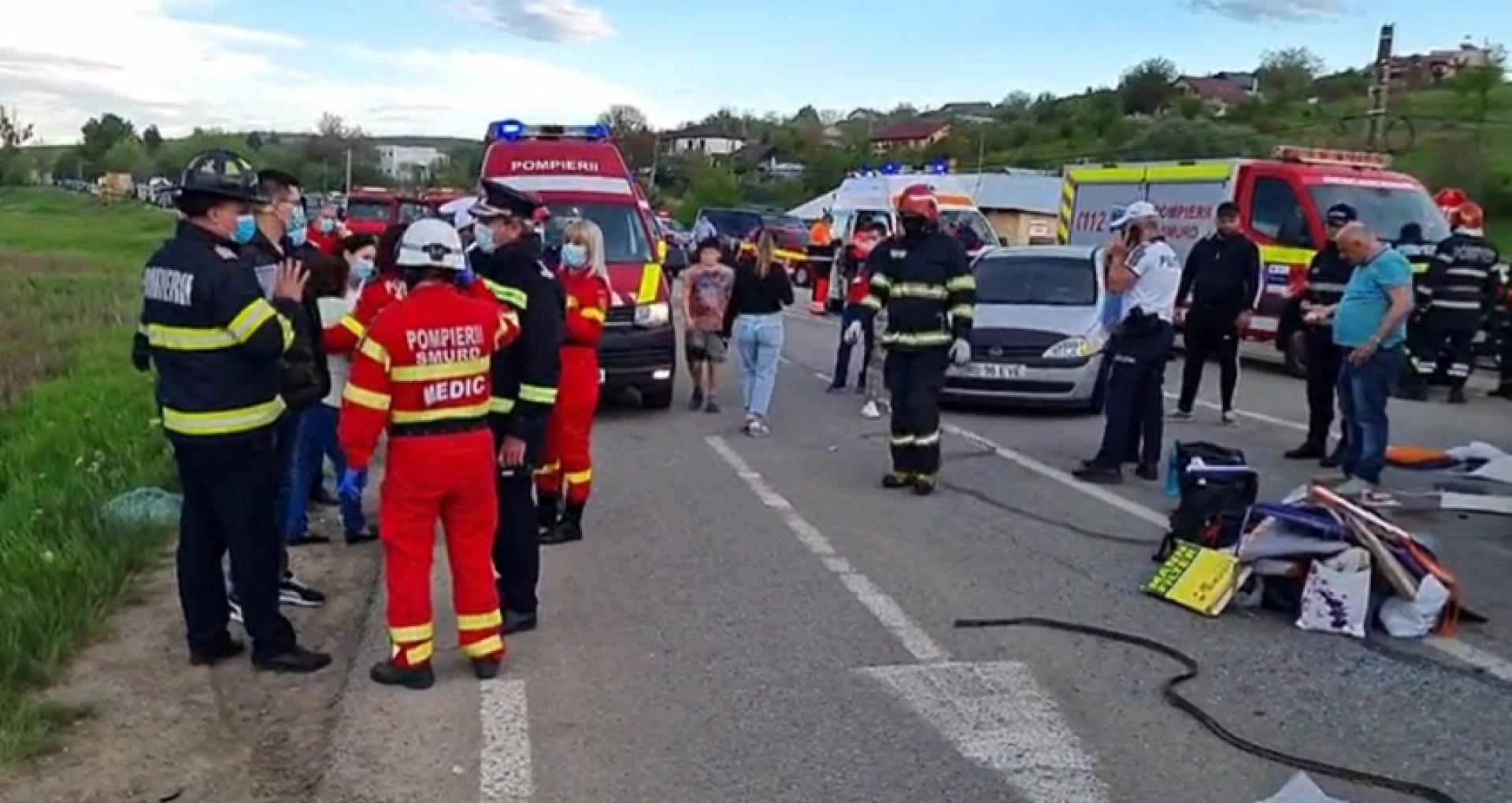 VIDEO/ Plan roșu de intervenție. 17 cetățeni ai R. Moldova, implicați într-un accident grav în județul Iași, anunță autoritățile de la Chișinău