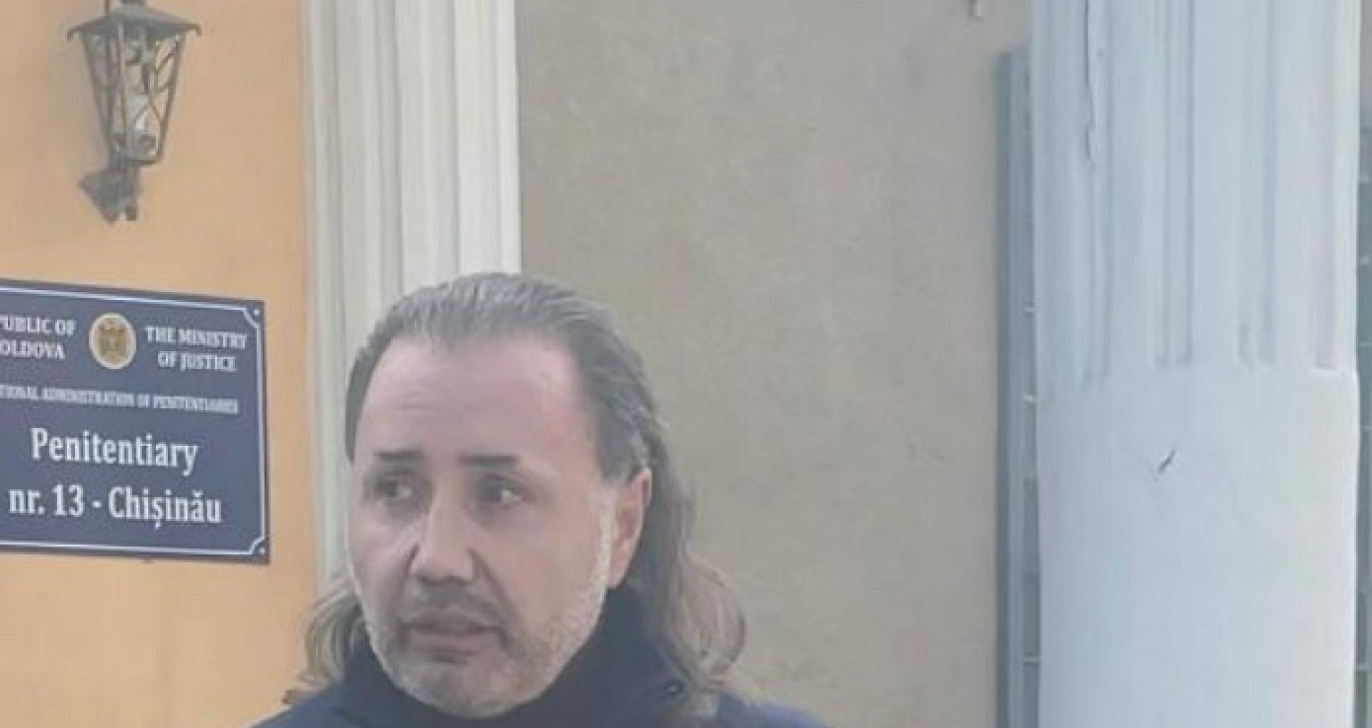 FOTO/ Ex-deputatul român Cristian Rizea, acuzat că a dobândit cetățenia R. Moldova cu abateri, eliberat din penitenciarul nr. 13. Declarațiile avocatei fostului parlamentar român