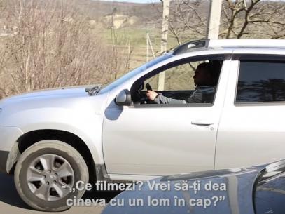 """Adresarea unui maistru-silvic către reporterul ZdG, după ce a îndreptat mașina spre acesta: """"De ce filmezi? Vrei cineva să-ți dea într-o zi cu un lom (rangă, n.r.) în cap?"""""""