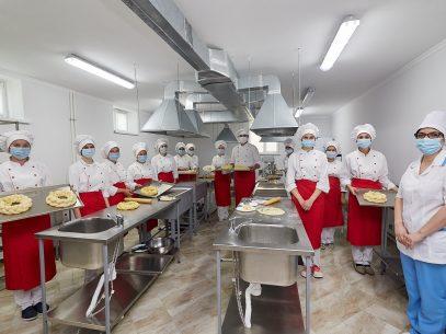 """""""La practică, suntem deja instruiți și ne acomodăm mai ușor în secțiile de producere"""". Centrul de Excelență în Servicii și Prelucrarea Alimentelor din Bălți a fost modernizat cu suportul UE"""