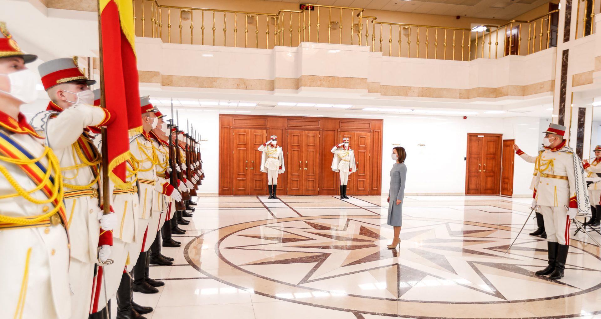 Un căpitan și doi soldați au primit Diplome de Onoare ale președintelui R. Moldova