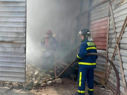 """VIDEO/ Incendiu la un depozit de materiale de construcții din Capitală. IGSU: """"Focul s-a răspândit la un alt depozit de pe teritoriu"""""""