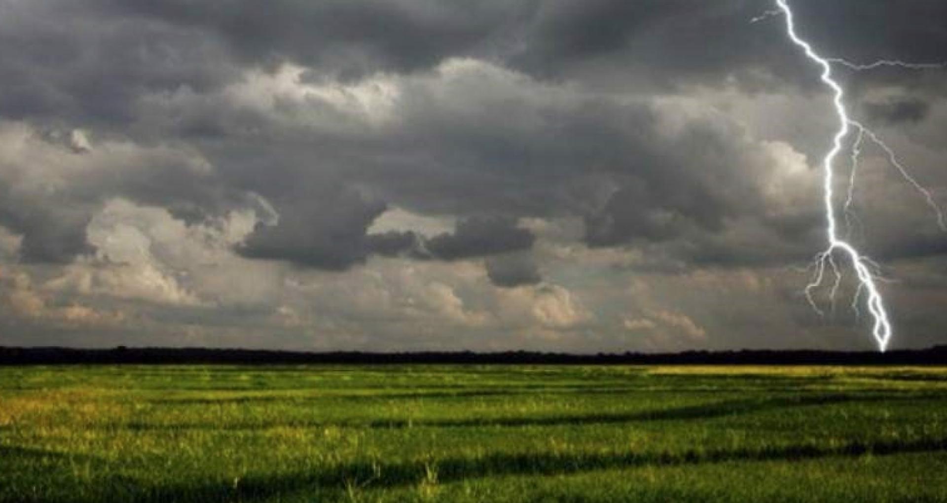 Meteorologii au emis un cod galben de instabilitate atmosferică