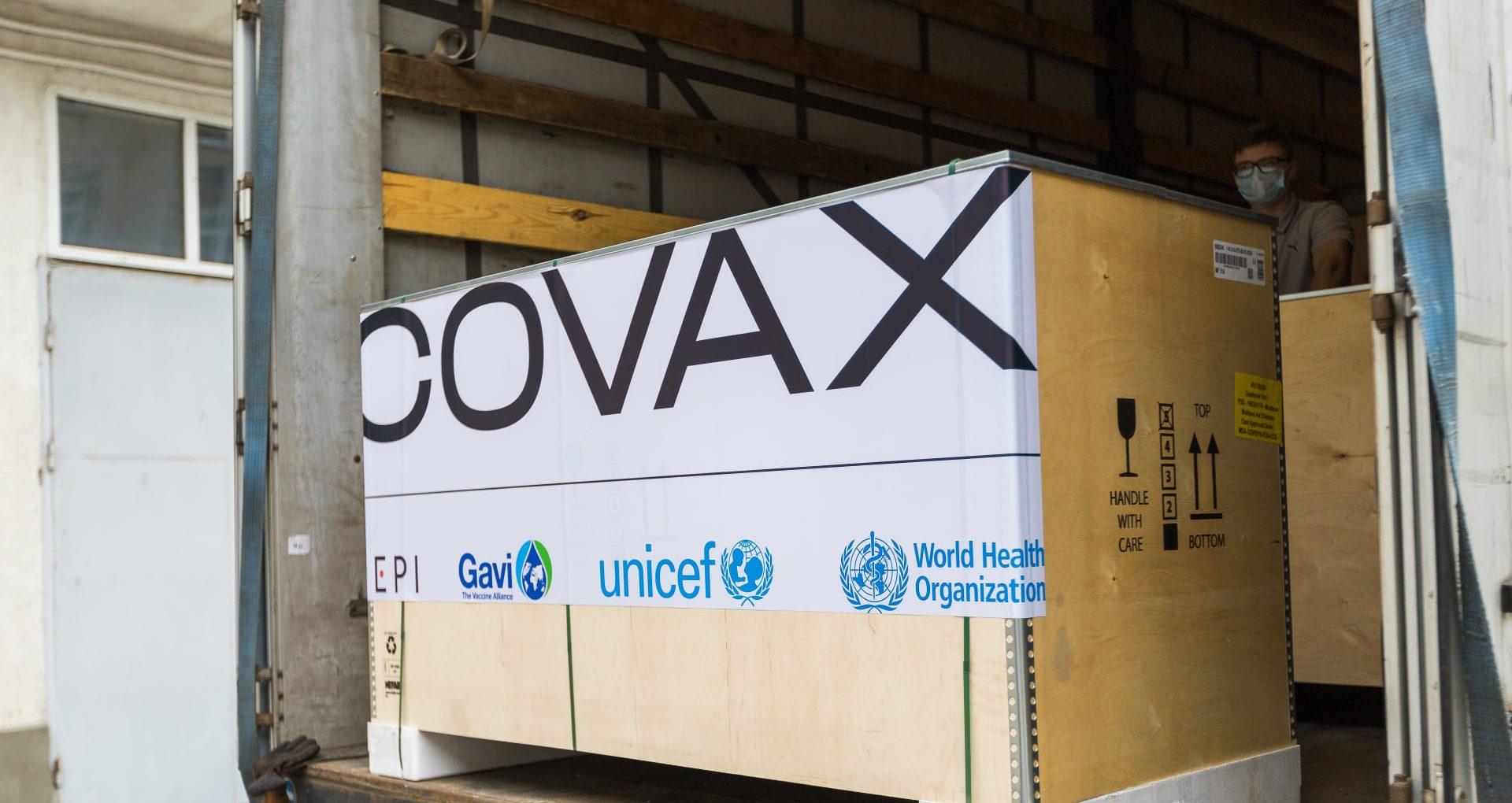 FOTO/ R. Moldova a recepționat 46 de frigidere pentru depozitarea vaccinurilor anti-COVID